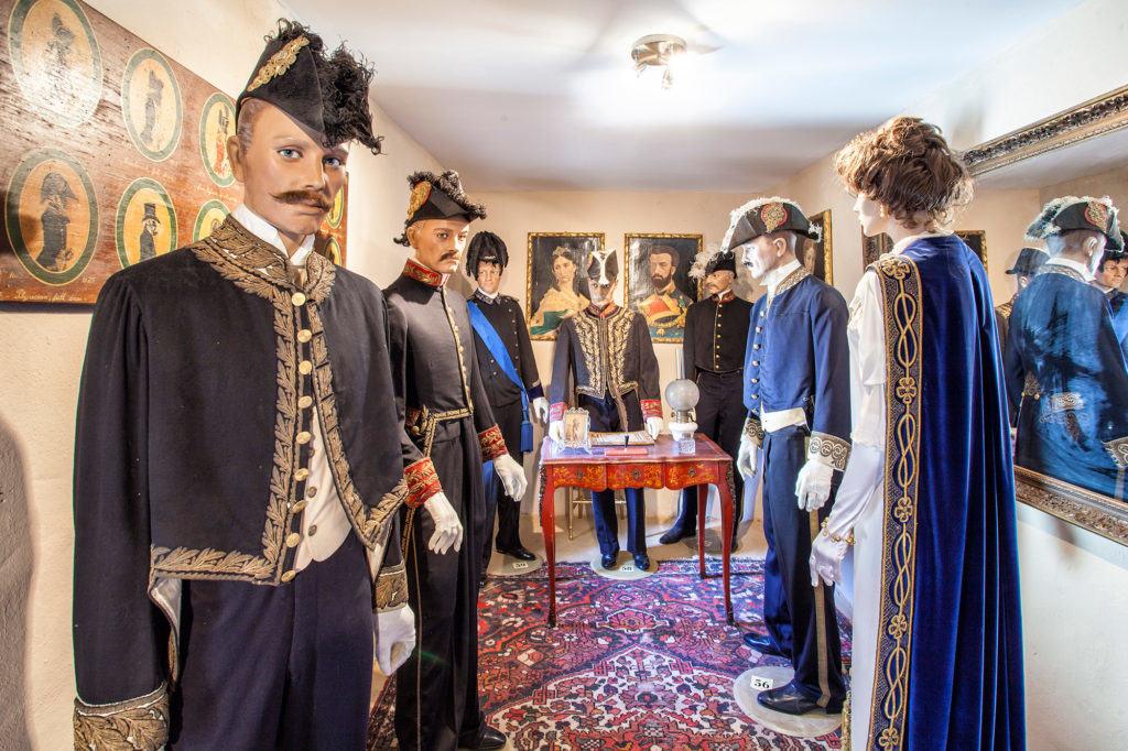 Un ambiente del museo del costume militare (Museo del Castello di Rivalta)